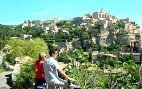 Cycling to Gordes